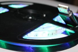 LED-Band / Streifen / Strip für den Zigarettenanzünder mit USB-Anschluss.